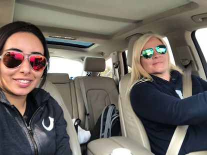 La jequesa Latifa (izquierda) junto a la finlandesa Tiina Jauhiainen, antes de su fracasado intento de huida de Dubái en 2018.