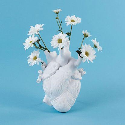 Jarrón 'Love In Bloom' de Seletti, disponible en Dooc.