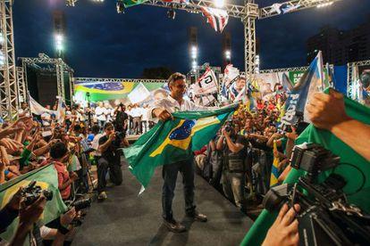 Neves, en un mitin, el miércoles pasado en Belo Horizonte.