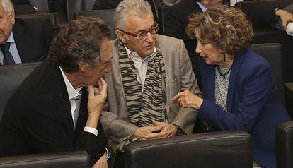 De izquierda a derecha, los hermanos Artur, Lluís y Mariona Carulla.