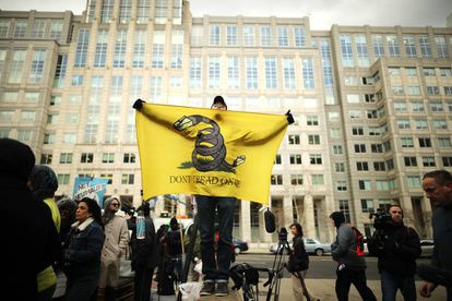 Manifestación frente a la sede de la Federal Communication Commission en Washington el pasado 14 de diciembre,