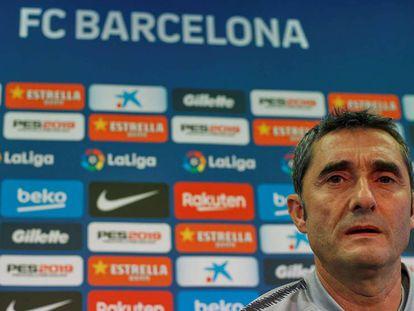 Valverde, en la rueda de prensa tras su renovación.