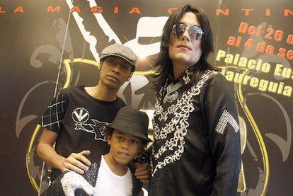 Mampuele, David García y Fran Jackson (de izquierda a derecha, los tres actores que interpretan a Michael Jackson.