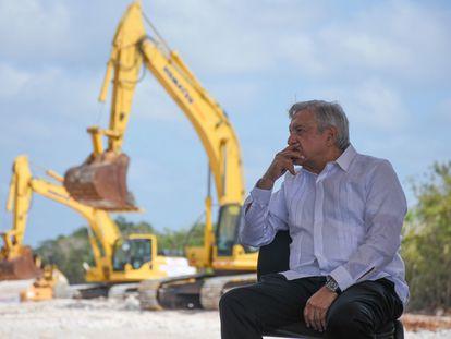 Andrés Manuel López Obrador, presidente de México, en su visita a Dzitbalché municipio de Calkini en el estado de Campeche, para supervisar los avances del Tren Maya el pasado diciembre.