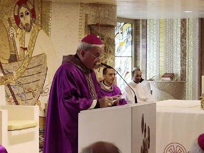 El arzobispo Renzo Fratini, durante el sermón a los obispos españoles este martes,.