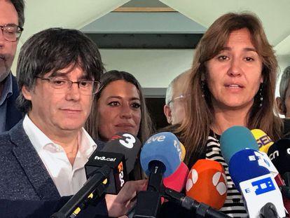 Carles Puigdemont y Laura Borràs en un acto de campaña en Waterloo.