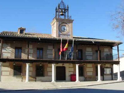 Fachada del Ayuntamiento de Casarrubuelos.
