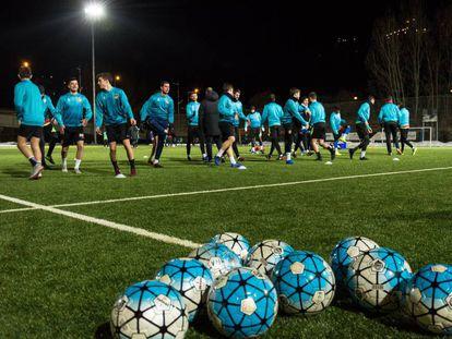 Entrenamiento del FC Andorra en las instalaciones del Camp d'Esports Prada de Moles.
