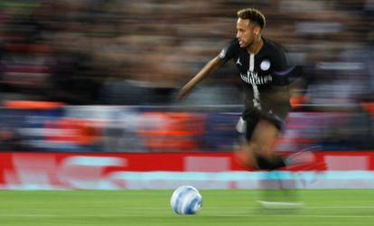Neymar, el traspaso más caro de la historia, en un partido del PSG contra el Liverpool.