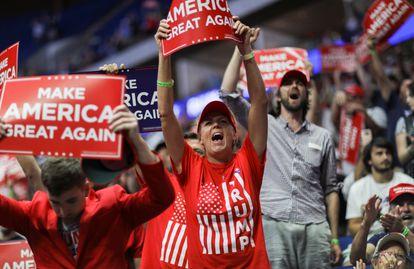 Seguidores de Donald Trump, en el mitin celebrado el sábado en Tulsa, Oklahoma, sin mascarillas ni distancia de seguridad.