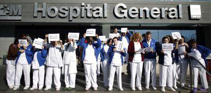 Protesta de sanitarios en el Hospital Universitario La Paz por los recortes de la Comunidad de Madrid en grandes hospitales.