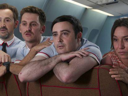En la película 'Los amantes pasajeros', un avión debe realizar un aterizaje de emergencia debido a un fallo técnico. Sin embargo, aunque cueste creerlo, aún pueden ocurrir cosas más fuertes que esta en un avión.