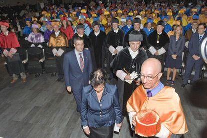 Apertura solemne del actual curso académico en la Universidad del País Vasco, en presencia del <i>lehendakari</i> López.