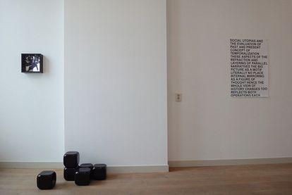 El Kunstverein de Ámsterdam, una oficina de comisariado artístico que programa exposiciones, lecturas y proyecciones.