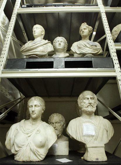 Estanterías con fondos del Museo del Prado