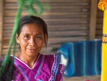 Mujer de la comunidad Bugle en Panamá.