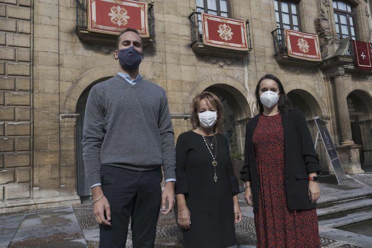 De izquierda a derecha, Javier García Fernández, Pilar Martínez Suárez y Verónica Real Martínez, el jueves en Oviedo.