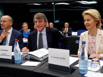 La presidenta electa de la Comisión Europea, Ursula von der Leyen, y el presidente del Parlamento Europeo, David Sassoli (centro), en una rueda de prensa el pasado 19 de septiembre.