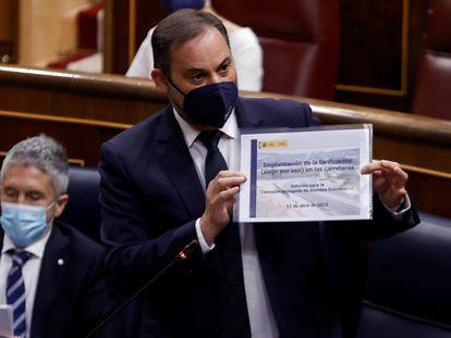 El ministro de Transportes, José Luis Ábalos, en la sesión de control al Gobierno del miércoles en el Congreso.