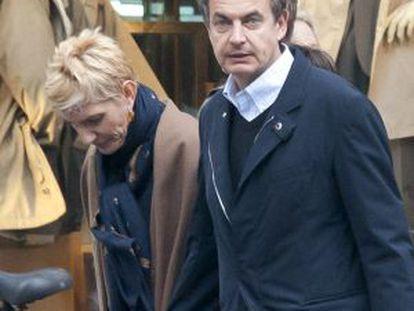José Luis Rodríguez Zaptero y su esposa, Sonsoles Espinosa, en París el pasado mes de marzo.