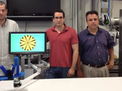 De izquierda a derecha, Ricardo Morales, Francisco Badesa y Nicolás García Aracil, del equipo investigador.