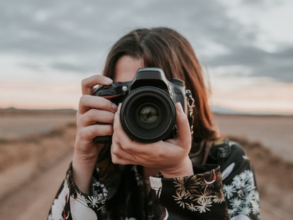 Personaliza los controles de las fotografías gracias a la infinidad de ajustes y herramientas que ofrecen este tipo de cámaras. GETTY IMAGES.
