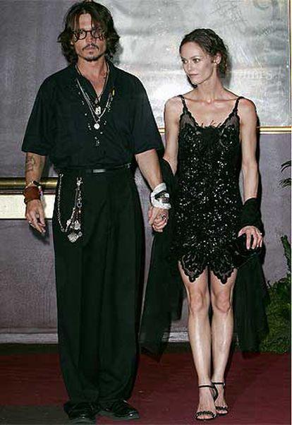 Johnny Depp junto a su compañera, Vanessa Paradis, madre de sus dos hijos.