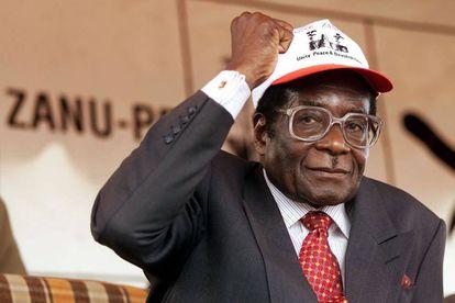El expresidente de Zimbabue Robert Mugabe, durante un mitin de su partido, el ZANU-PF, en el año 2000.