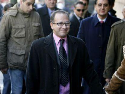 El primer escaño en las Cortes nacionales de la extrema derecha recae tras las elecciones andaluzas en uno de los impulsores de la teoría de la conspiración en el 11-M