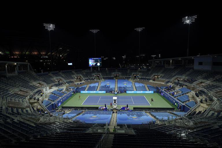 Panorámica de la pista Grandstand de Flushing Meadows durante el partido entre Sakkari y Serena.