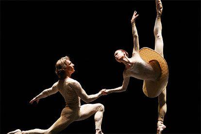 Dos bailarines del Ballet de la Ópera de Viena, en la presentación de la gala que se estrenó anoche en el teatro Albéniz.