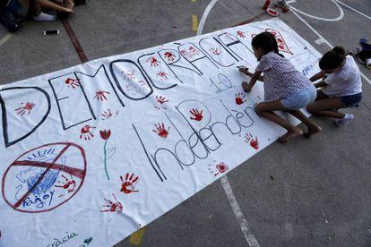 Niñas en un colegio de Barcelona el fin de semana del 1 de octubre.