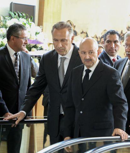 Juan Ramón Collado (segundo por la izquierda), junto al expresidente Carlos Salinas de Gortari, en 2016.