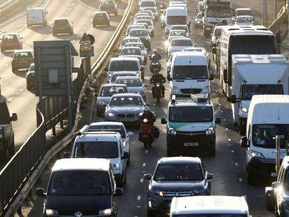 Un atasco en una carretera de Londres, en noviembre de 2020.