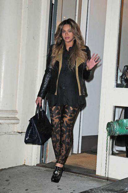 La cantante Beyoncé, supuestamente embarazada de nueve meses, el 21 de diciembre de 2011 en Nueva York
