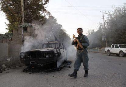 Un miembro de las fuerzas de seguridad afganas en Kunduz hoy.
