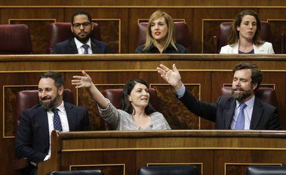 Desde la izquierda, Santiago Abascal, Macarena Olona e Iván Espinosa de los Monteros, el martes en el Congreso.