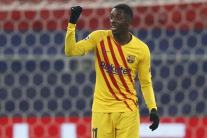 Dembélé festeja su tanto al Ferencváros.