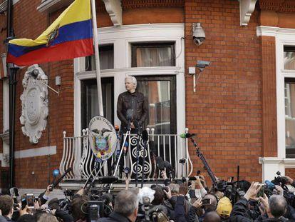 Assange, en la embajada de Ecuador en Londres en 2017.