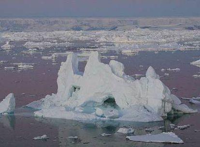 Imagen de la zona explorada por los científicos, vista desde el rompehielos alemán 'Polarstern'