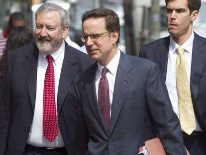 Los abogados representantes de Argentina a su llegada a la Corte.