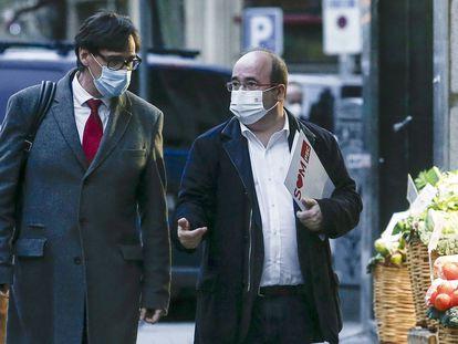 El ministro de Sanidad y secretario de organización del PSC, Salvador Illa, acompañado del secretario general del PSC, Miquel Iceta, a su llegada esta tarde a la sede del partido en Barcelona.