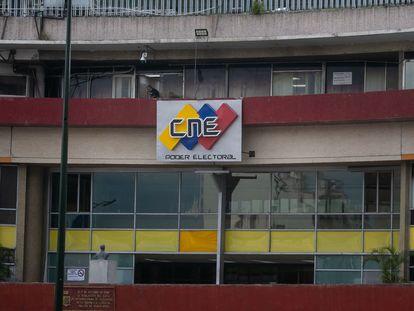 Fotografía del 21 de agosto del 2021 donde se observa una de las sedes del Consejo Nacional Electoral (CNE), en Caracas (Venezuela).