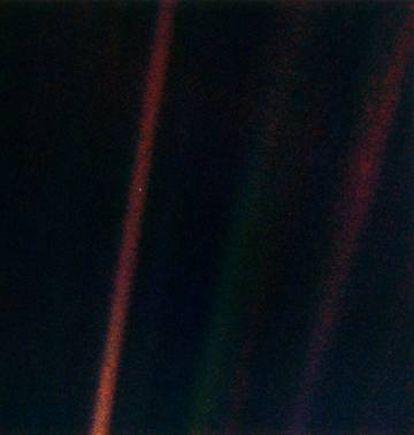 Imagen de la Tierra tomada por la sonda Voyager-1 a 6.000 millones de kilómetros y conocida como 'pale blue dot' (punto azul pálido).