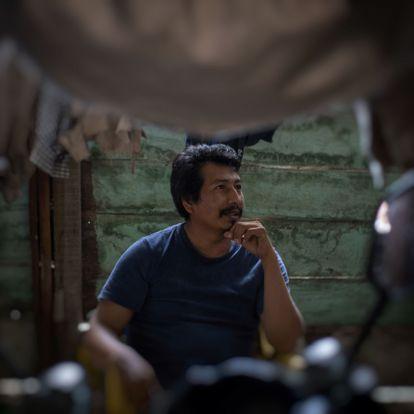 Anastasio Oliveros en su casa de Conhuas, Campeche.