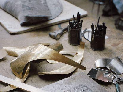 Un detalle del taller Hijos de F. Potenciano en Toledo, uno de los talleres de hojalatería más veteranos de España.