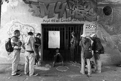 Exterior del comedor para inmigrantes en Guadalajara.