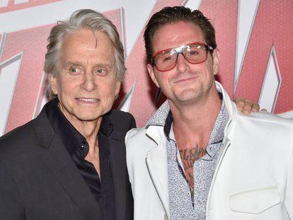 Michael Douglas y su hijo Cameron en un estreno en Los Ángeles en junio de 2018.