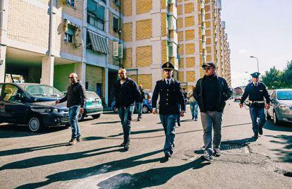 En el centro, el comisario Michele Spina, impulsor de un plan de lucha contra la delincuencia.