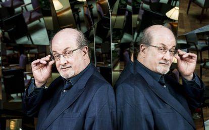 El novelista angloindio Salman Rushdie.